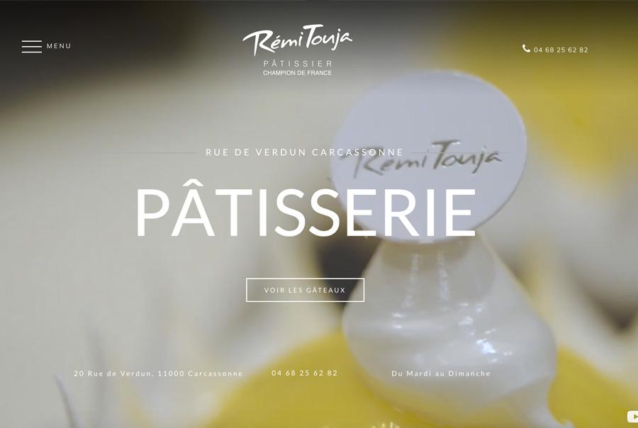 Site de Rémi Touja avec une vidéo en fond d'écran en guise d'accueil